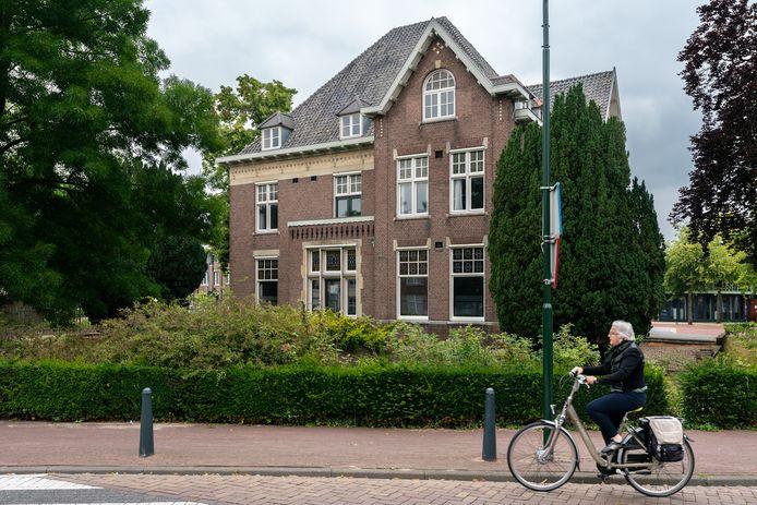 Villa Pfaf aan de Rechterstraat gaat in de verkoop.
