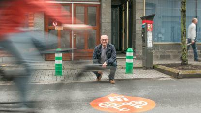 Opvallende stickers maken toegang naar fietsparkings meer zichtbaar