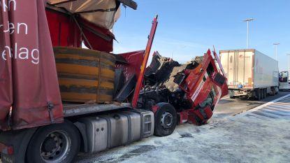 Zware verkeershinder op E19 in Loenhout nadat vrachtwagen op koelwagen rijdt