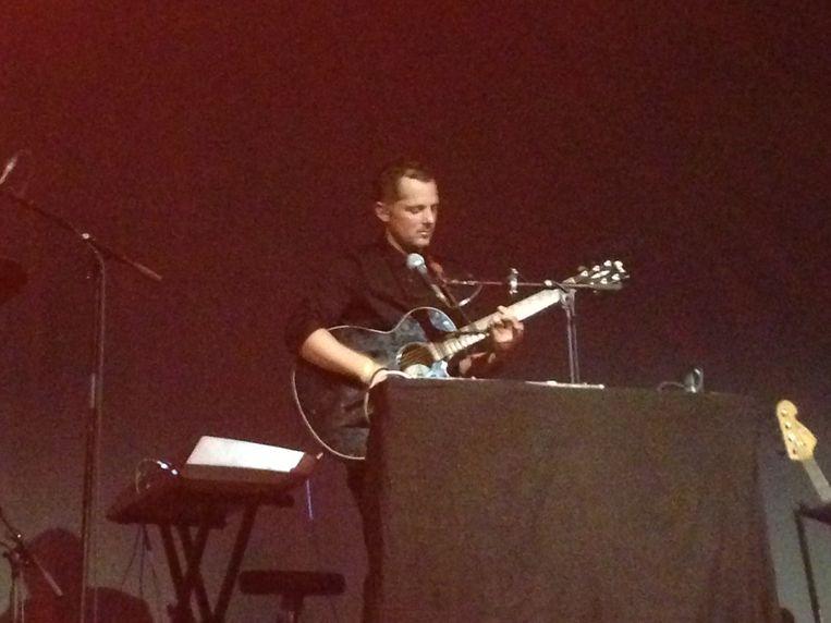 Gitarist Pieter-Jan Vanstockstraeten aan het werk.