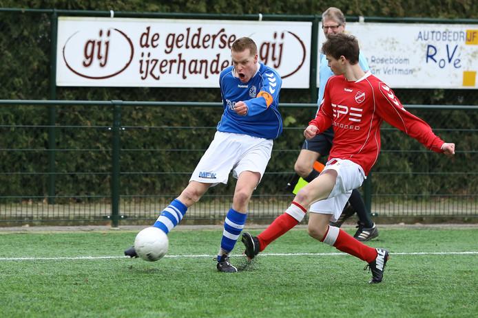 Tijmen van Oostenbrugge (links) in actie voor SKV.