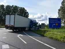 Afrit Reeuwijk afgesloten door geschaarde vrachtwagen