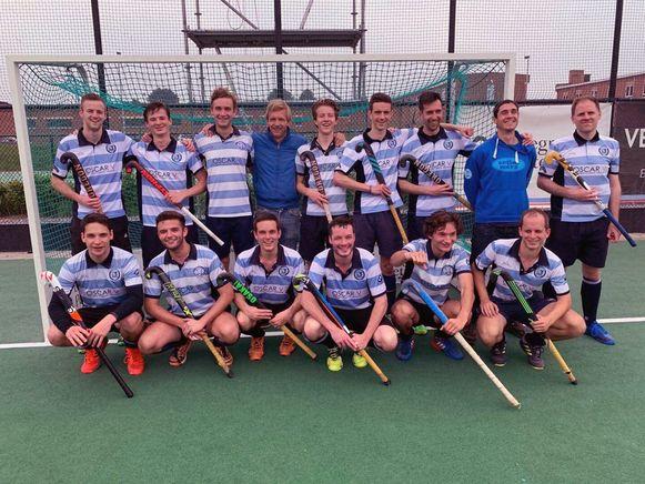 De Hockey Tigers uit Keerbergen na hun overwinning.