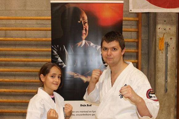Zita Duré is het honderdste lid van de karateschool Ookami Dojo. Jelle Strybosch is haar lesgever of sensei.