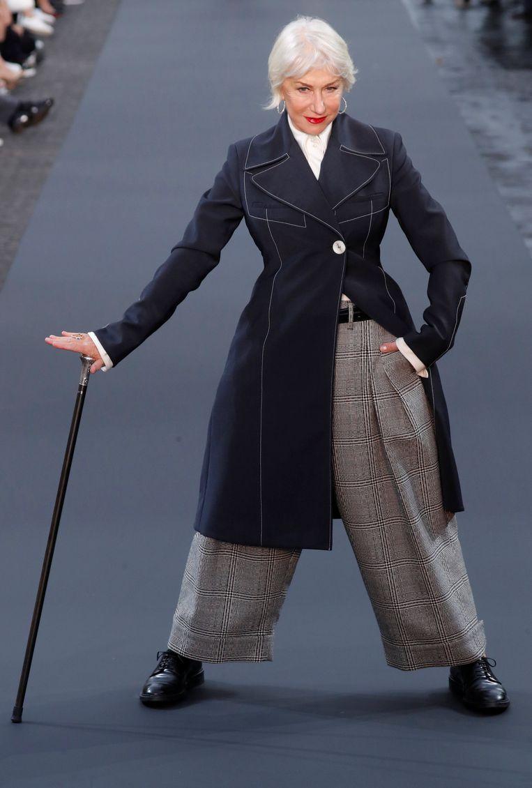 Helen Mirren straalde op de catwalk.