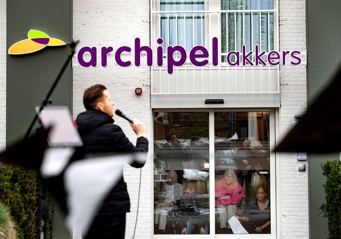 Zanger Bart de Rooij voor verpleeghuis de Akkers in Nuenen