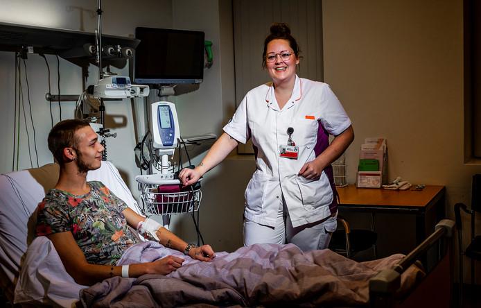 Sarah Alblas (26) is verpleegkundige in het Albert Schweitzer ziekenhuis in Dordrecht en tevens mede-voorzitter van het actiecomité dat pleit voor een betere cao voor de medewerkers.