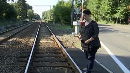 Wie redde ten val gekomen fietsster Vicky van de treinsporen?