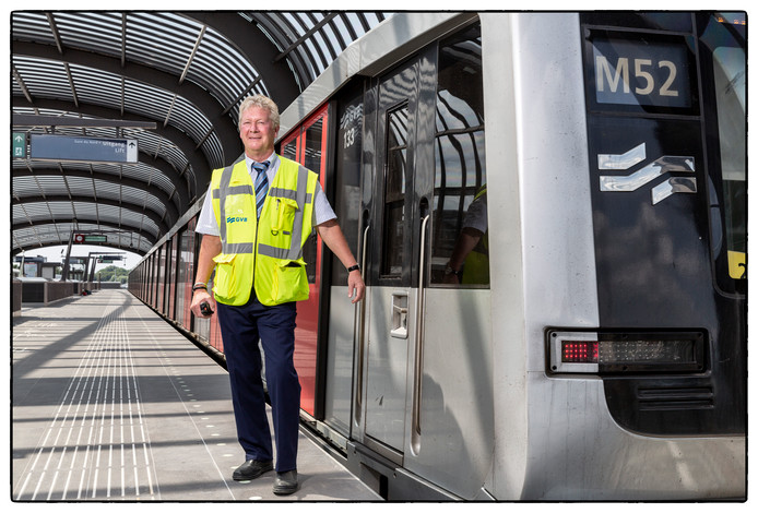 Jan Leffelaar, opleider van metrobestuurders voor het GVB op station Noord.
