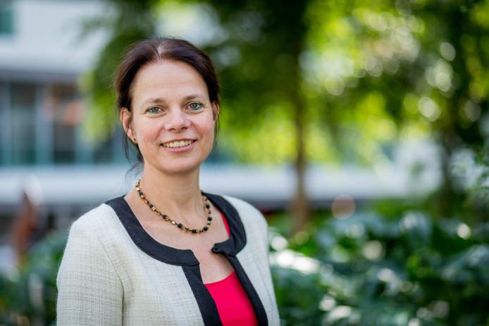Dike Sialino-Keen, programmamanager bij de Belastingdienst, is verantwoordelijk voor het aannemen van duizenden nieuwe mensen.