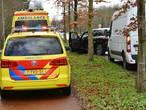 Auto rijdt tegen boom na uitwijkmanoeuvre op Leursebaan