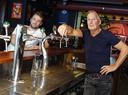 De exploitanten Thomas de Groot (links) van De Sok en Visite en Bert van Kronenburg van De Beurs maakten deze week bekend dat hun zaken voorlopig dicht gaan.