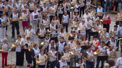 VIDEO. 402 muzikanten verpulveren wereldrecord hoorn blazen op Gentse Sint-Baafsplein