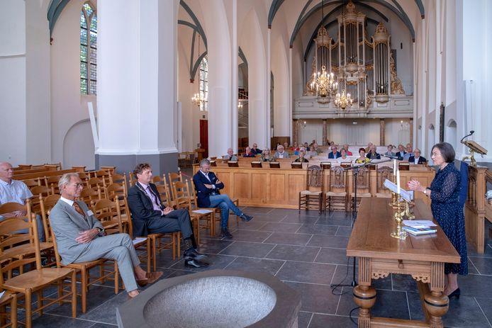 Buurtspraak Ede en Veldhuizen in de Oude Kerk: oud-voorzitter van de Tweede Kamer Gerdi Verbeet geeft een toespraak.