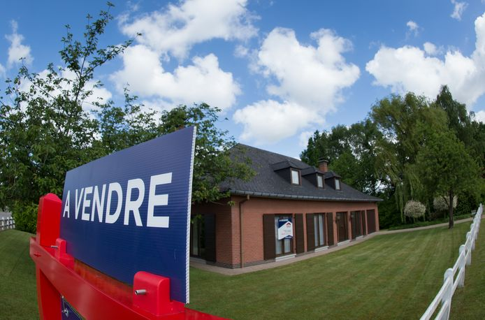 FOCUS COVERAGE DISTRIBUTION REQUESTED TO BELGA  20150603 - SINT-NIKLAAS, BELGIUM: Illustration picture shows  a house being put on sale by Era real estate company in Sint-Niklaas, Wednesday 03 June 2015. BELGA PHOTO BENOIT DOPPAGNE