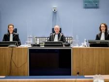 Zwijgen van verdachten viervoudige moord Enschede irriteert nabestaanden: Op tribune wordt gespuugd