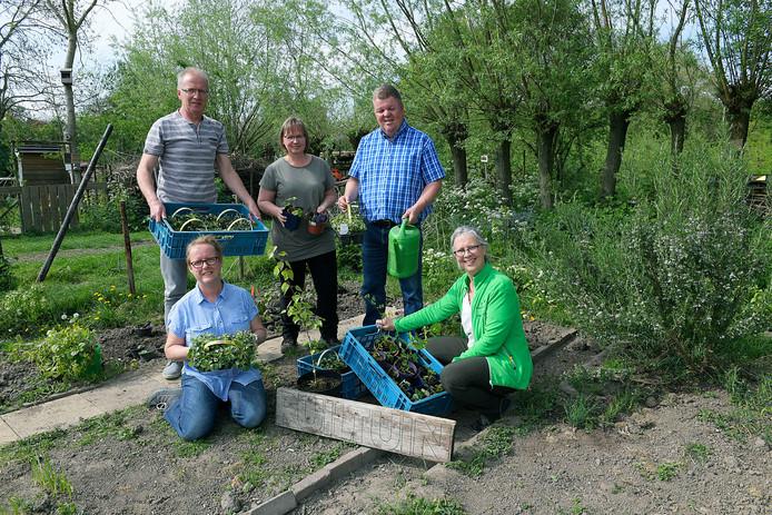 Met de klok mee vanaf linksboven: Arjan Korteland, Meta Kruijs, Wouter Tijnagel, Ester Korteland en Wendy Verdoorn.