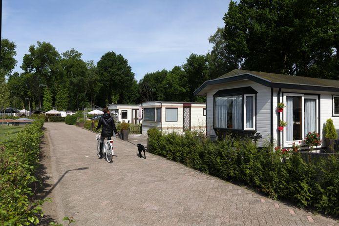 Op recreatieparken Konijnenberg (foto) en Het Verscholen Dorp controleert de gemeente binnenkort bij mensen die er - zonder gedoogvergunning - permanent wonen. Zonodig helpt de gemeente hen om binnen een jaar elders woonruimte te vinden.