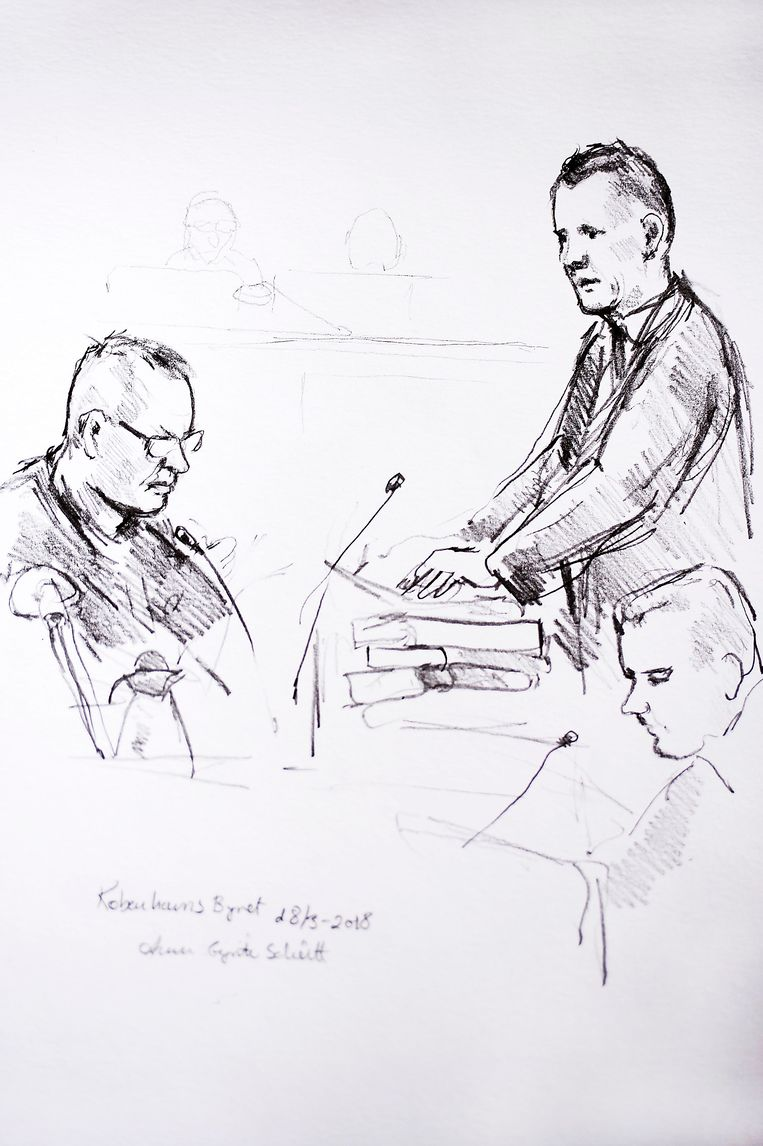 Een rechtbankschets van Madsen (links).
