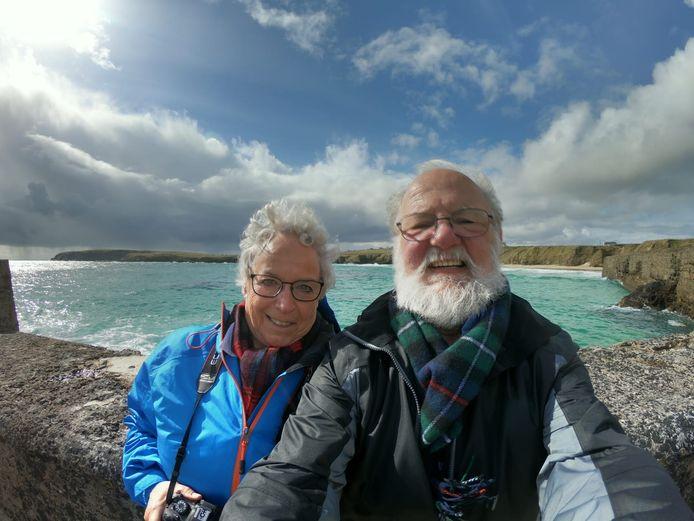 Sarita en Cil op hun laatste vakantie, in Schotland: sinds zijn vervroegd pensioen in 2003 maakten ze samen veel reizen.