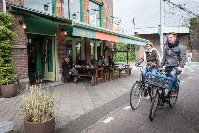 Bar Botanique, op de hoek van de Eerste van Swindenstraat.