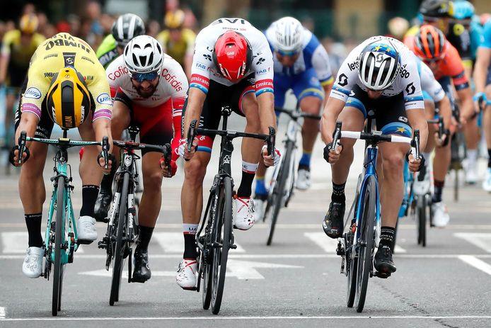 Finishen doen ze er niet, de Vuelta-renners, maar toch 'tikken' ze in augustus 2020 Altena even aan.