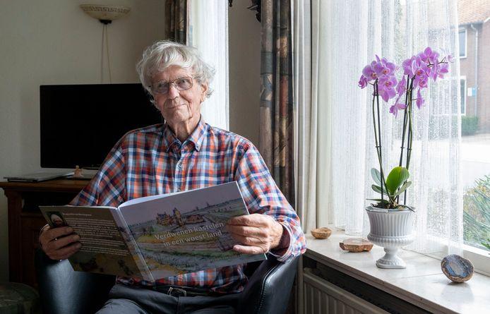 De aquarellen van Wim Angenent van verdwenen kastelen zijn in boekvorm verschenen.