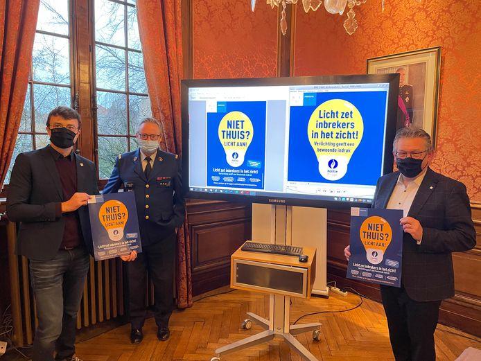Stad en politie Brugge hebben een duidelijke boodschap: 'Niet thuis? Licht aan!'.