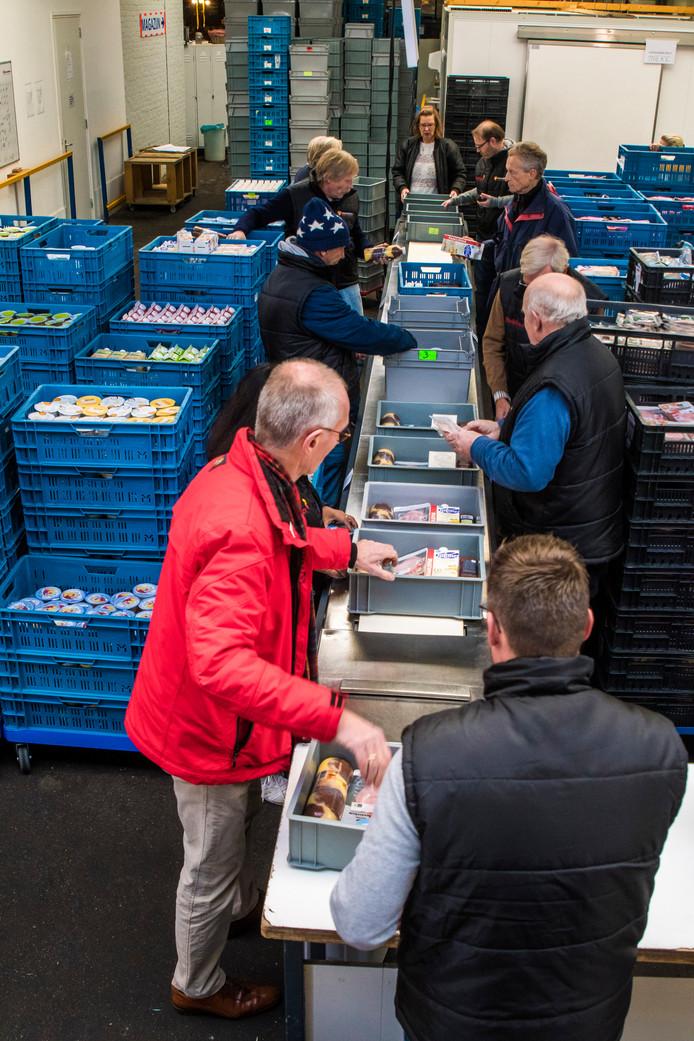 De negentig vrijwilligers krijgen geen vergoeding voor hun werk bij de Voedselbank.