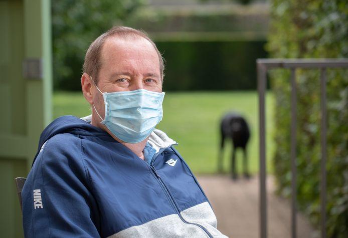 """Ik heb maanden gerevalideerd en alles opnieuw moeten leren. Nog altijd heb ik last van vermoeidheid"""", getuigt Kruisemnaar Johan Browaeys (57)."""