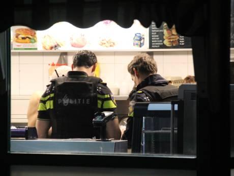Haagse Edsel (63) jaagt gewapende overvaller snackbar uit: 'Het gaat de foute kant op'