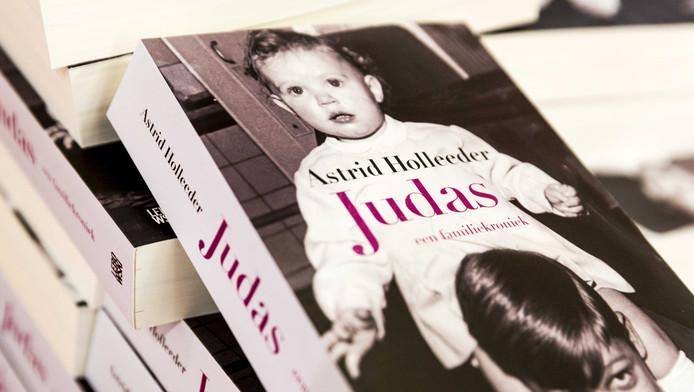 Eerste Druk Boek Van Zus Holleeder Uitverkocht Amsterdam Adnl