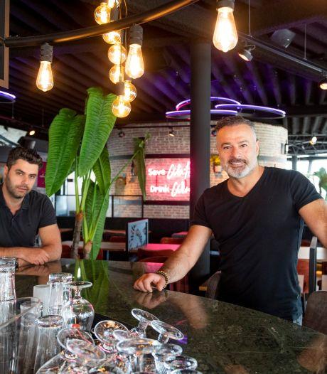 Restaurant Kreta in Almelo 'viert' 25-jarig bestaan: 'Hadden in begin nul omzet, net als nu'