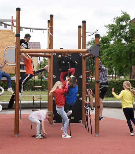 Vele botbreuken na val van speeltoestel is groot raadsel voor basisschool in Woerden