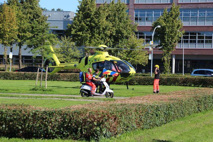 Een traumahelikopter landde in de buurt van de steekpartij.