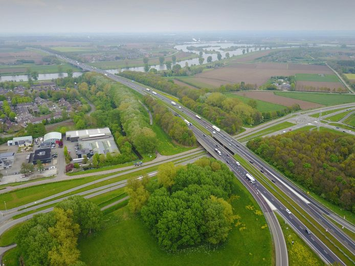 Maasbrug A50 vanaf Ravenstein., 3-5-2017 .
