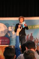 Willemijn Dupuis vraagt in de Hall of Fame aan kinderen wat zij nodig hebben in de regio.