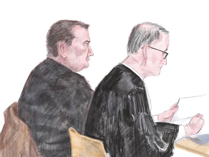 Vincent T. (links) tijdens zijn rechtszaak met rechts advocaat Frans Huijbers.