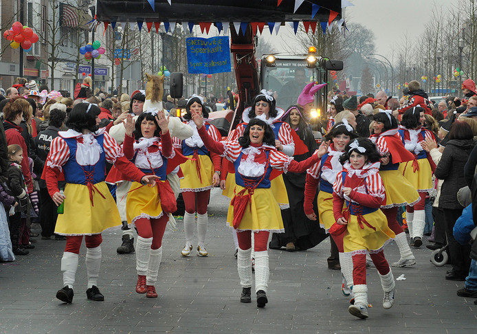 Beeld van eerdere carnavalsoptocht in Glanerbrug.