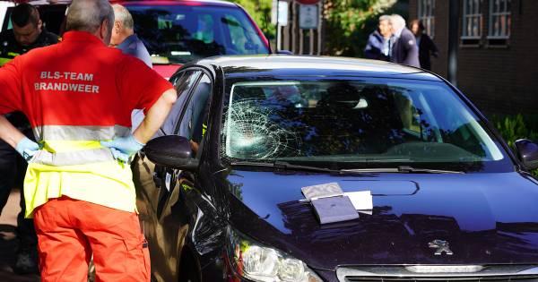 Wielrenner gewond door ongeluk met auto op de grens bij Baarle-Nassau.