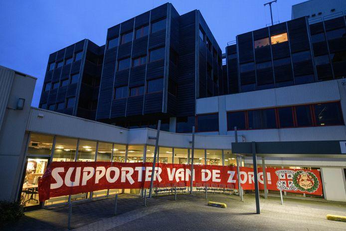 De eerdere steunbetuiging van de FC Twente-supporters aan het personeel van het MST.