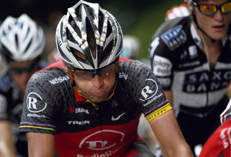 Lance Armstrong beseft dat zijn kansen op een topklassering in de Tour van 2010 verkeken zijn. Hij verloor meer dan elf minuten. (FOTO AP) Beeld