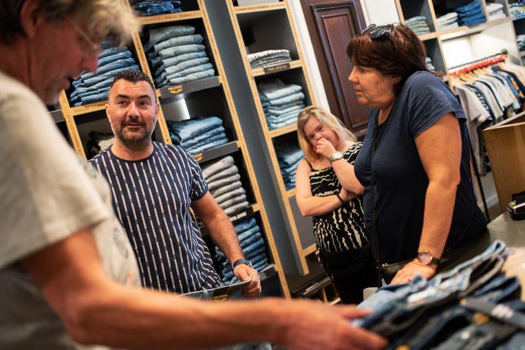 Ook bij kledingwinkel Zerbinotto schoot de omzet omhoog. Beeld Sabine van Wechem