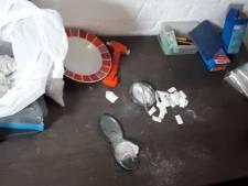 Politie valt panden binnen in Gennep: twee arrestaties en grote hoeveelheid soft- en harddrugs gevonden