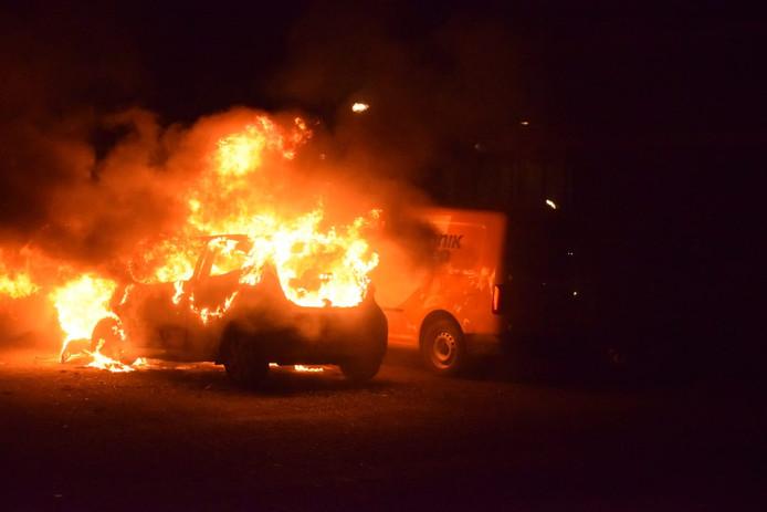 Weer vier auto's in de brand. Nu onder andere op parkeerplaats bij de Passage in Waddinxveen.