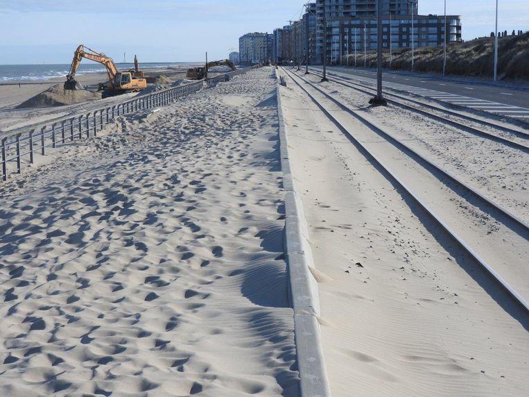 Tussen Mariakerke en Raversijde in Oostende werden enkele jonge duinen met de bulldozer compleet van de kaart geveegd. Op vandaag kan je er niks meer van zien.