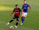 Tielemans schaduwt Danjuma, de ex-aanvaller van Club Brugge die nu voor Bournemouth speelt.