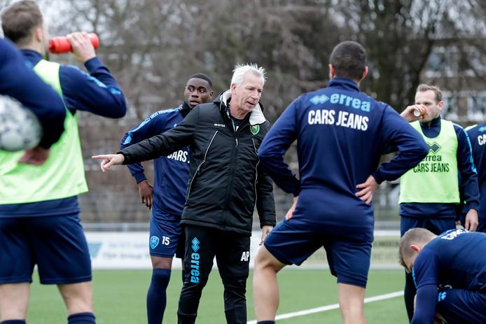 Alan Pardew tijdens de training op de Aftrap in het Zuiderpark.