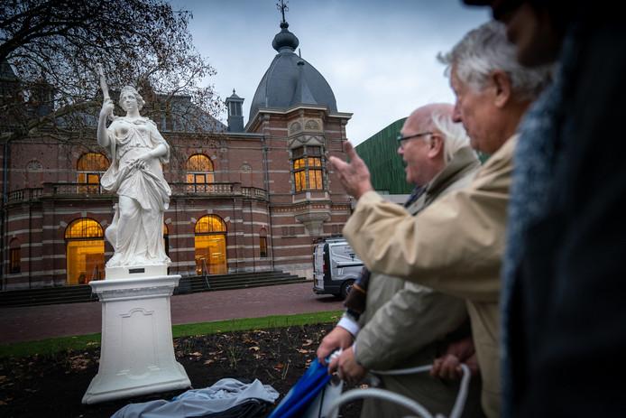Juno samen met Hans de Vroome (midden) en Kees Kant. Foto: Erik van 't Hullenaar.