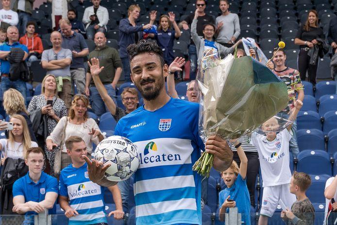 Reza Ghoochannejhad straalt nadat hij vier keer heeft gescoord bij zijn debuut voor PEC Zwolle.
